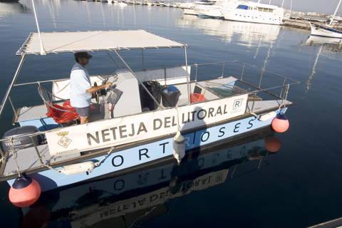 Roses ha retirat en tres mesos 3.554 quilos de deixalles del mar, la majoria plàstics