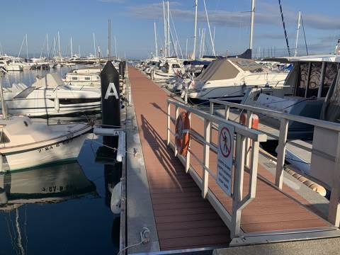 Es renoven els pantalans del Port Esportiu de Roses amb nou material ecològic i més segur