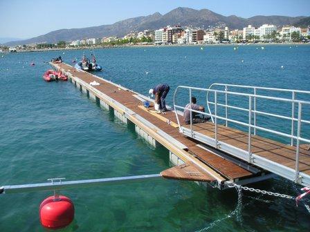 Es posa en funcionament el pantalà estacional del port esportiu de Roses